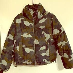 H&M Camo Puffer Coat Medium